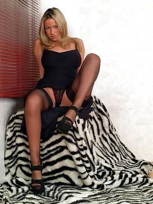 Nylon Divas - Body of men round stockings