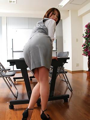 Chap-fallen  Japanese date lassie Tsubaki posing  | Japan HDV